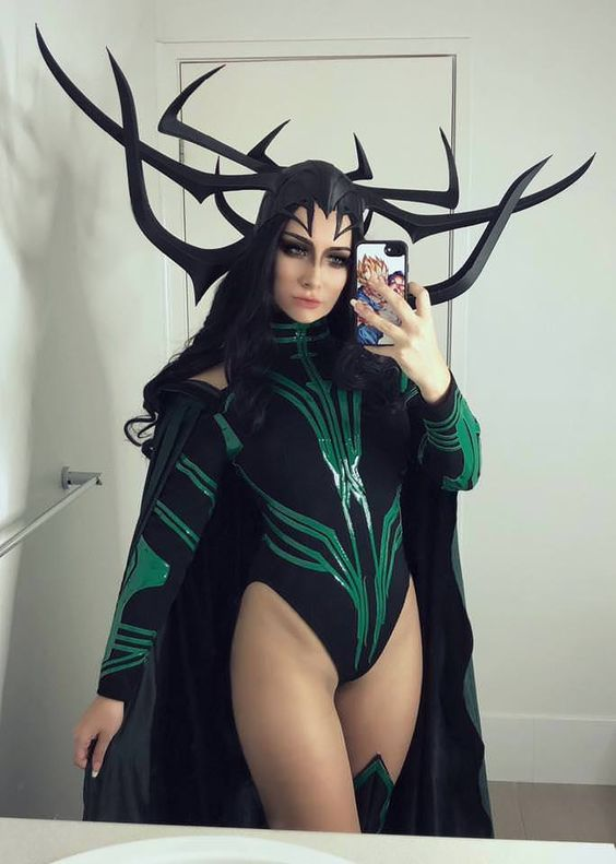 Hela costume