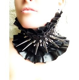 Latex spiked collar