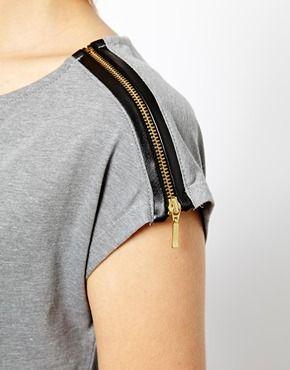 T-shirt with shoulder zipper