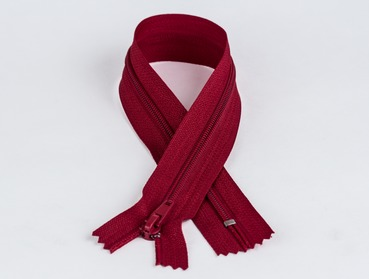 9 inch burgundy red non-separating nylon zipper.