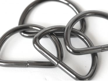 pack of black d rings hematite