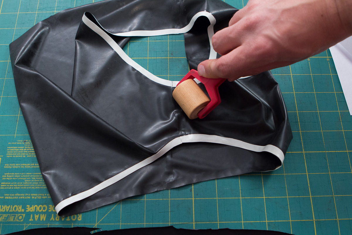 Apply pressure to the seam with latex seam roller
